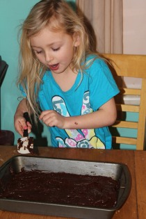 DAY CARE FINGER PAINT COOKING 036