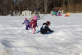 DAYCARE OUT IN THE SNOW FEB 13 2013 009