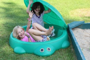 DAYCARE BOUNCE HOUSE CARTER GIRLS jULY 21 2014 046